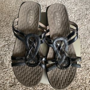 Privo by Clark's sz 8 comfy support- slip ons